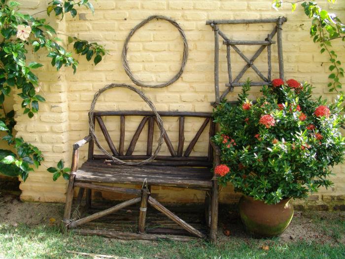 Aranżacja drewnianych mebli ogrodowych