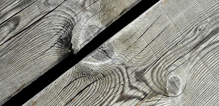 Jak pielęgnować i czyścić podłogę drewnianą?